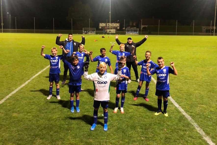 Bilde av guttelag i Bøn FK-drakt